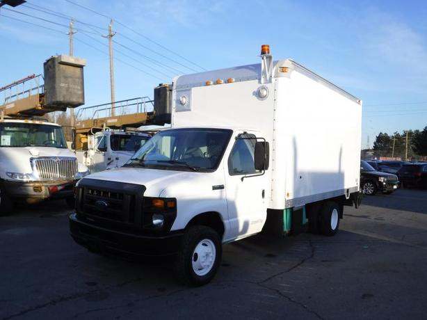 2008 Ford Econoline E-450 14 foot cube van with tailgate and generator