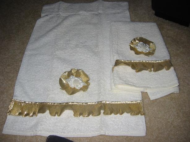 PAIR OF BRAND NEW POWDER & GUEST ROOM CUSTOM DECOR HAND TOWELS
