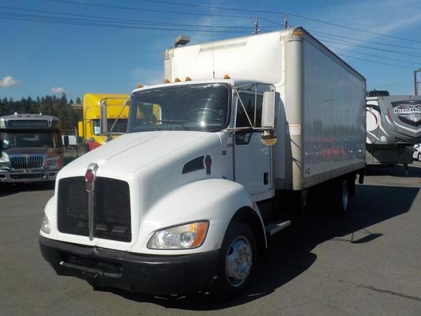 2009 Kenworth T300 18 Foot Cube Van with Power Tailgate Diesel