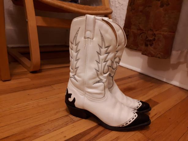 ab32b9dcfff Boulet cowboy boots Saanich, Victoria