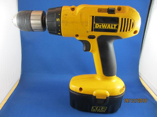 DeWalt 1/2 inch electric drill with case and charger 18V