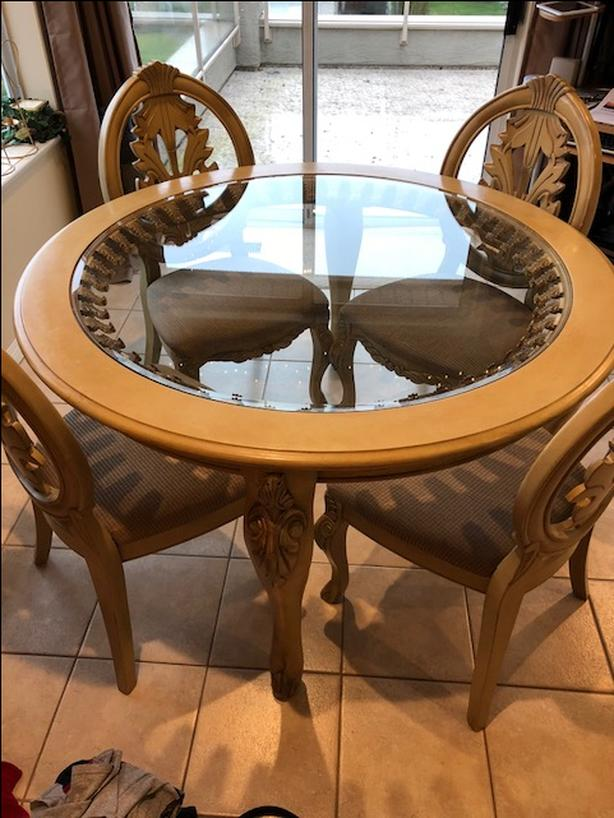 Beautiful Round Wood And Glass Table With 4 Chairs North Nanaimo