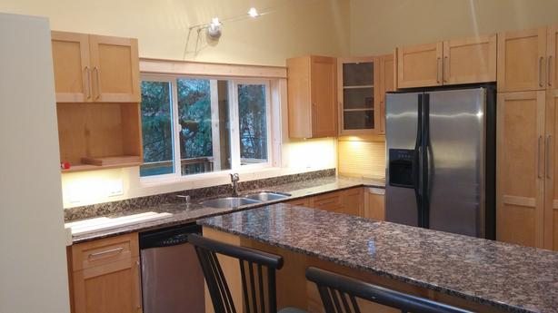 2 bedroom suite for rent in the Heart of Shawnigan Village