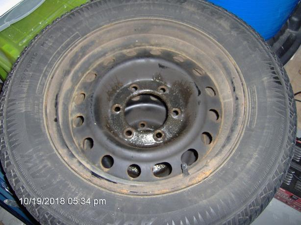215 70 16 Arctic Claw, Studded Winter Tires, Excellent shape