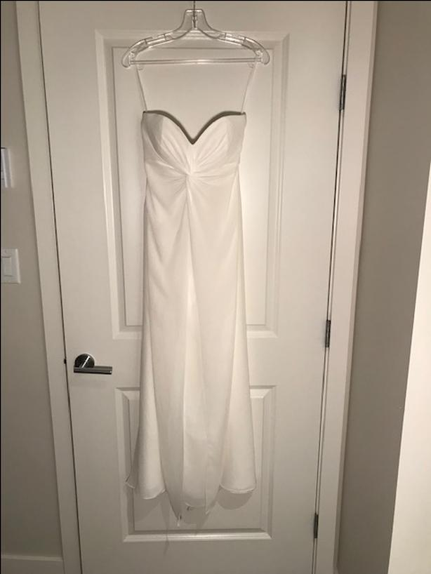 Wedding Gown/ Ivory Bridesmaid