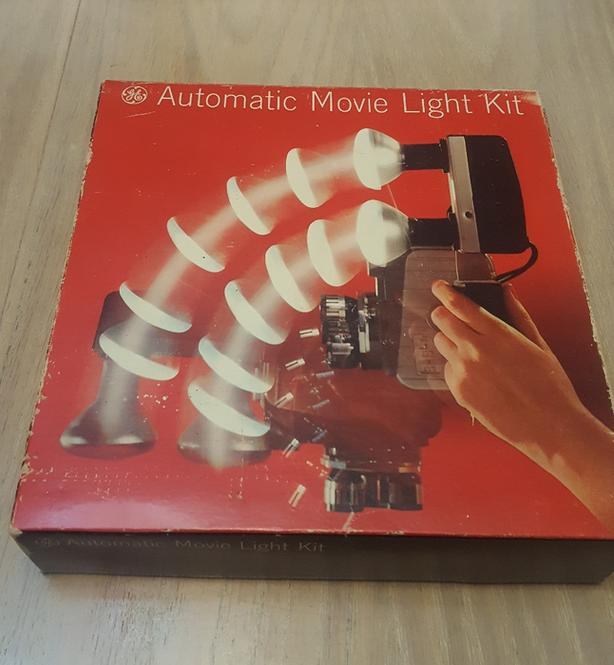 Vintage Working GE Automatic Movie Light Kit 2 DAN 200W Movielights With Bracket