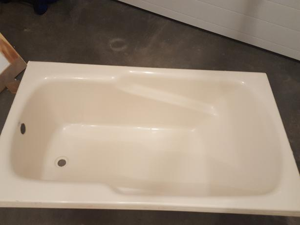 FREE: bathtub and mirror