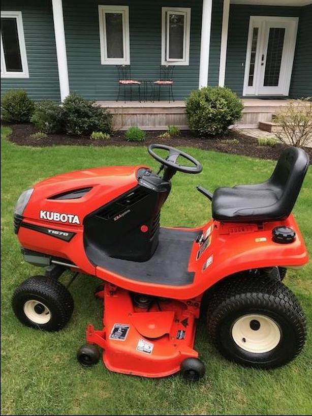 Kubota 1670 Lawn Tractor in Excellent Condition