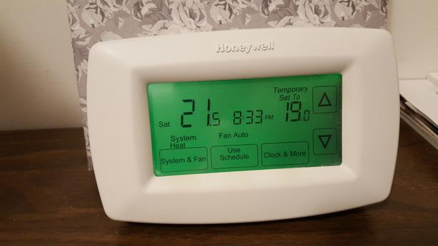 HONEYWELL TOUCH SCREEN 7 DAY THERMOSTAT