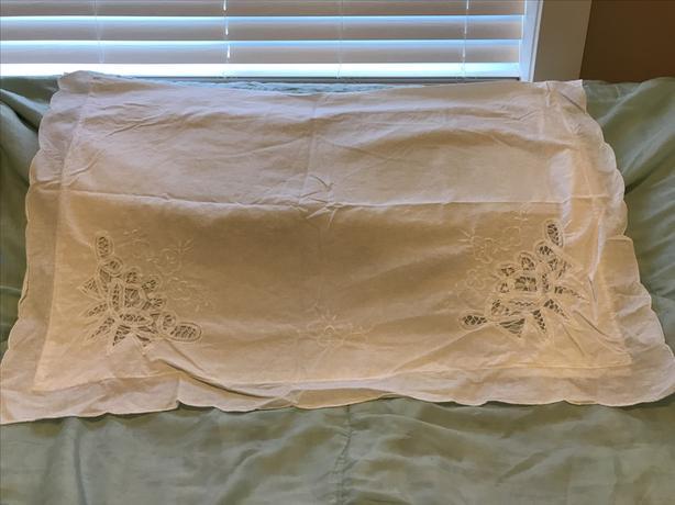 Vintage Cutout Lace Bed Cover & Pillow Shams