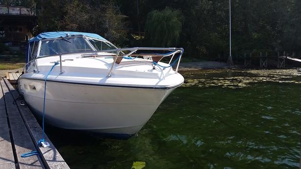 24 foot Sea Ray very good condition