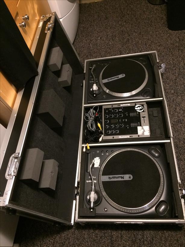 DJ road case, turntables, mixer