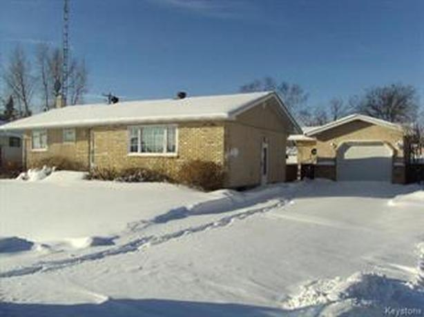 POWERVIEW 3 BED 2 BATH FAMILY HOME WITH GARAGE