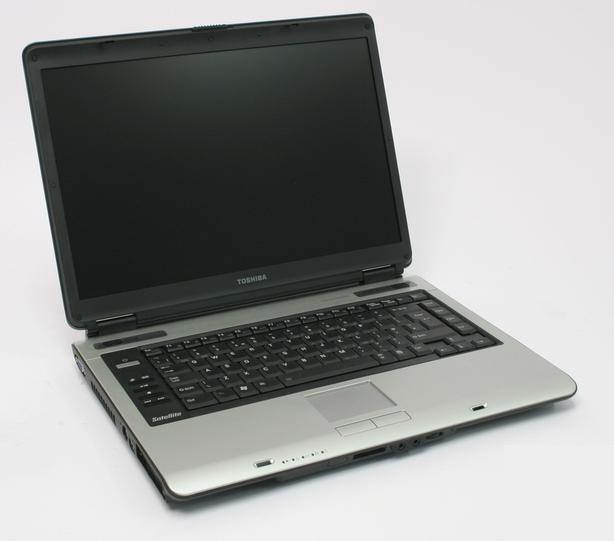 Toshiba Satalite A100  Intel R 1.87GHZ 2GB 80GB WEBCAM WIN7 100$