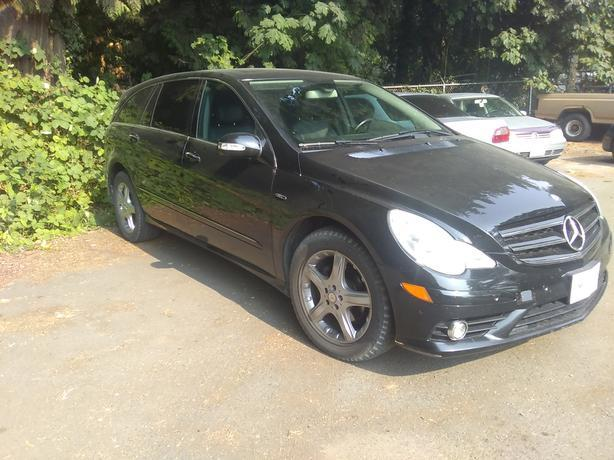 2009 Black Mercedes R320 Turbo Diesel. $29,950