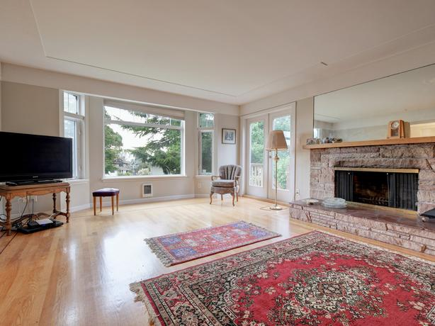 RARE ROCKLAND OPPORTUNITY!