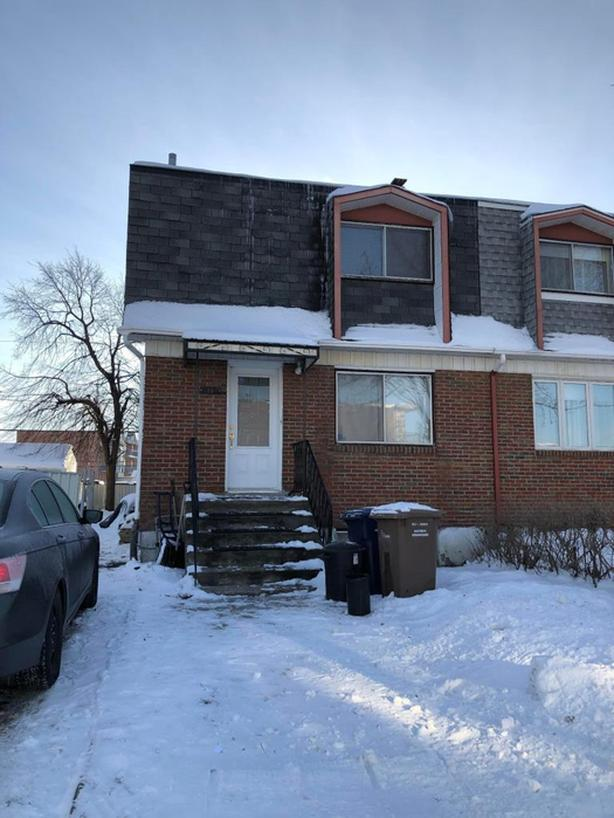 Semi-detached house near services and transport in Vimont Laval