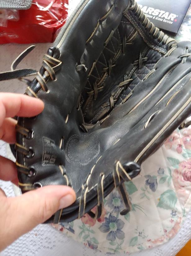 Spalding glove