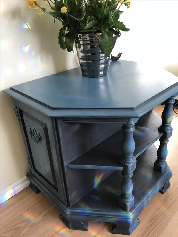 One-of-a-kind TABLE
