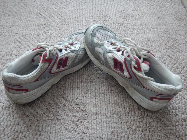 Rudyard Kipling brillo Bocadillo  New Balance Women's Shoes 882 Size US 8.5/EU 40 | Very Good Condition  Victoria City, Victoria - MOBILE