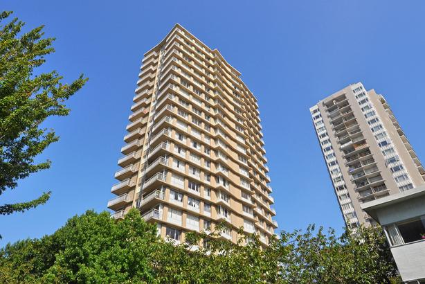1 Bedroom w/ Ocean View 1 Block From English Bay