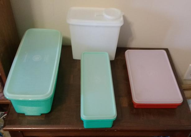 =CHOICE OF TUPPERWARE PIECES=
