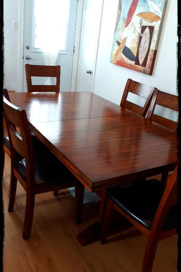 Belle Table 77x44 en bois et 6 chaises et 2 extensions de 18x44