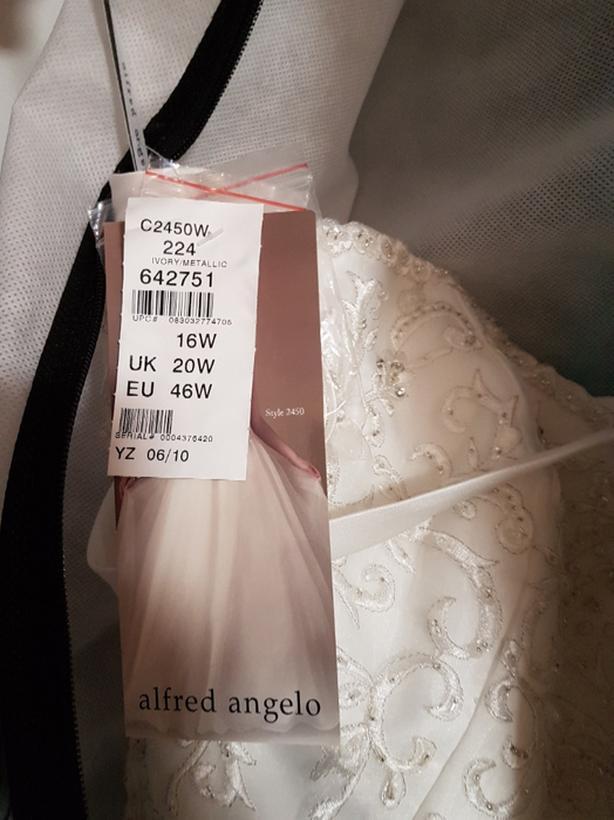 Price drop! Brand new never worn Alfred Angelo wedding dress style 2450 size 16w