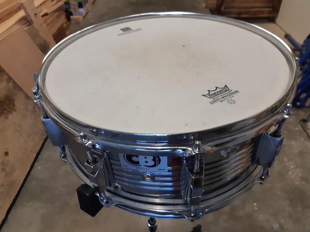 Snare drum with stand and bag