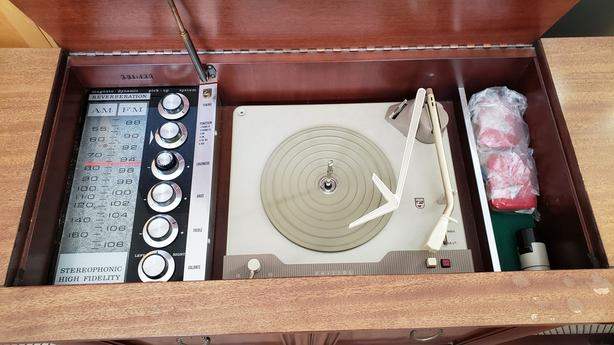 Vintage Philips cabinet/console stereo (AM/FM/turntable/aux)