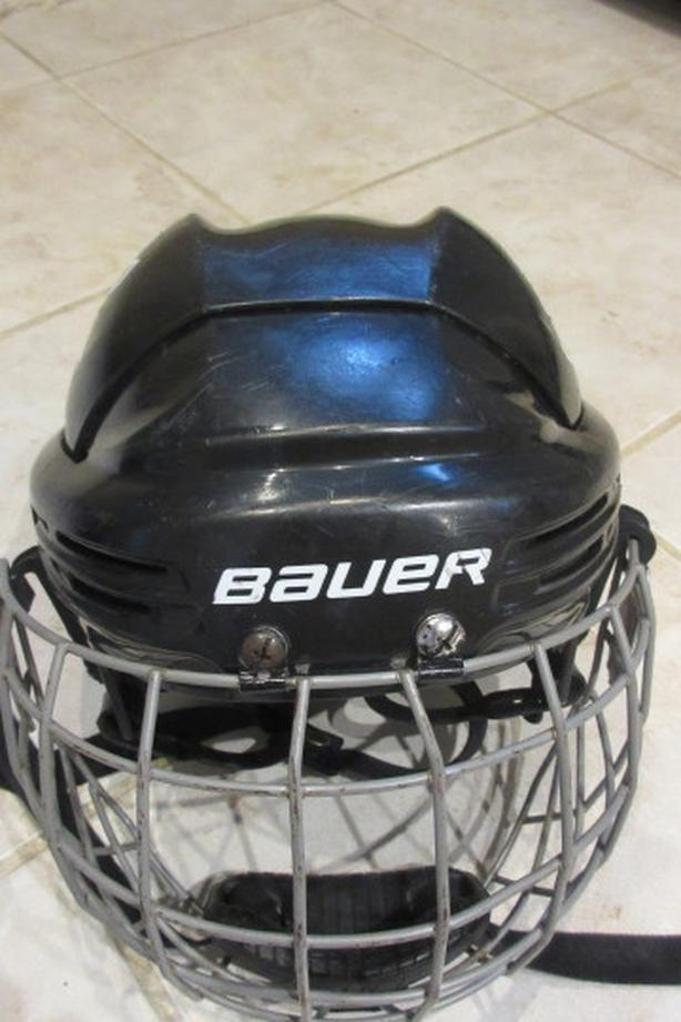 Bauer hockey helmet with cage – XS (JR) size