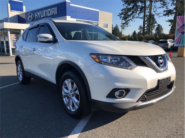 2016 Nissan Rogue SV, Heated Seats, Sunroof, Bluetooth
