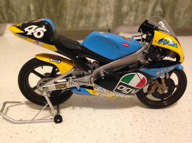 MINICHAMPS 1:12 VALENTINO ROSSI MOTO GP APRILIA DIECAST RACING MOTORCYCLE