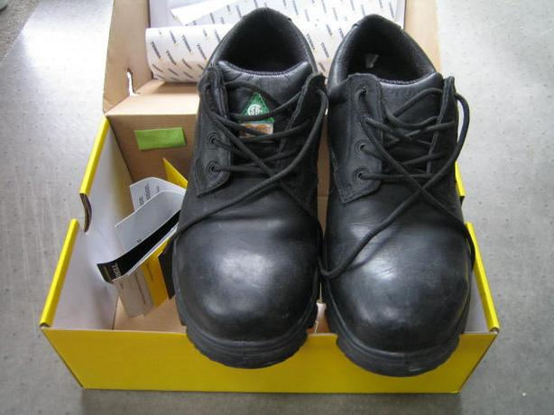 Safety Shoes Terra #10.5 - New, Wide