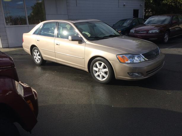 BLOW OUT SALE 2000 Toyota Avalon XLS  Williams Colwood
