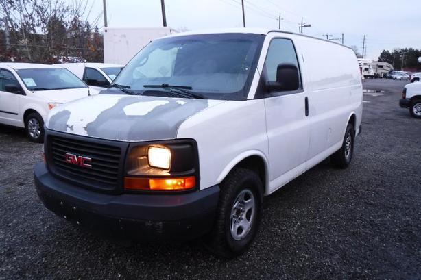 2007 GMC Savana G1500 Cargo Van with Bulkhead Divider