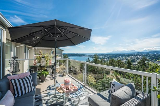 Exquisitely Updated Ocean View Townhome