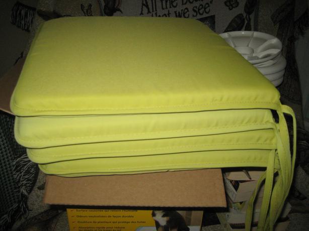 SEAT PADS  (4)
