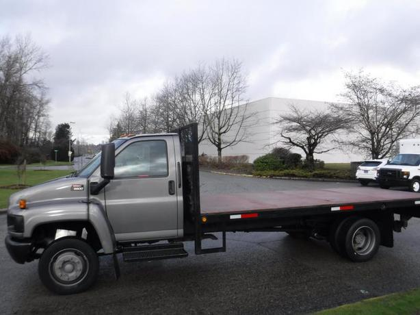 2008 GMC C5500 17.6 Foot Flat Deck 3 Passenger with Power Tail Gate