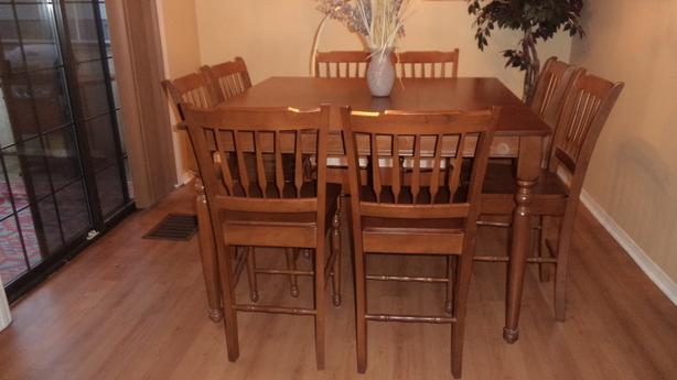 WOOD DINING ROOM TABLE W 8 Chairs