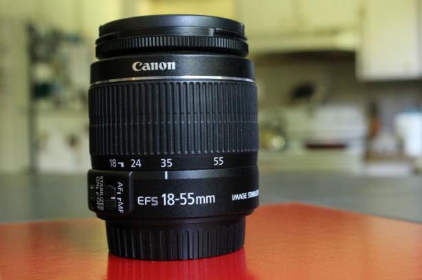 Canon EFS 18-55mm IS kit lens