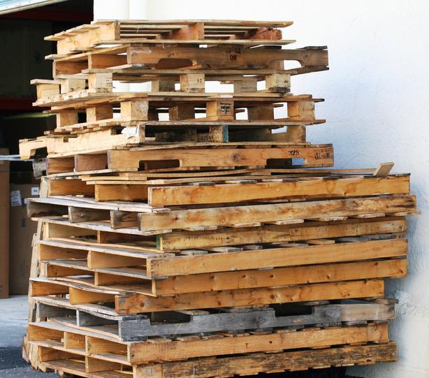 WANTED: WILL TAKE ANY/ALL UNWANTED WOOD SKIDS/PALLETS & ANY WOOD