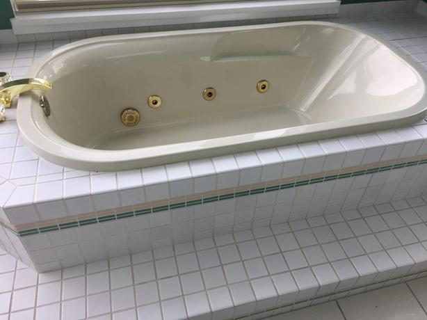 CRANE Jetted Tub