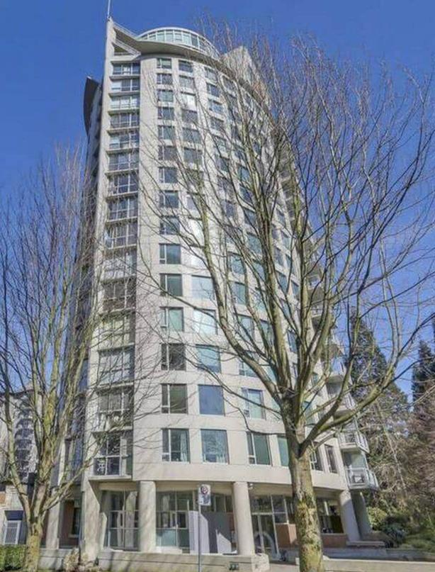 Bright 1 Bedroom Plus Den Furnished Apartment in Vancouver's West End #861