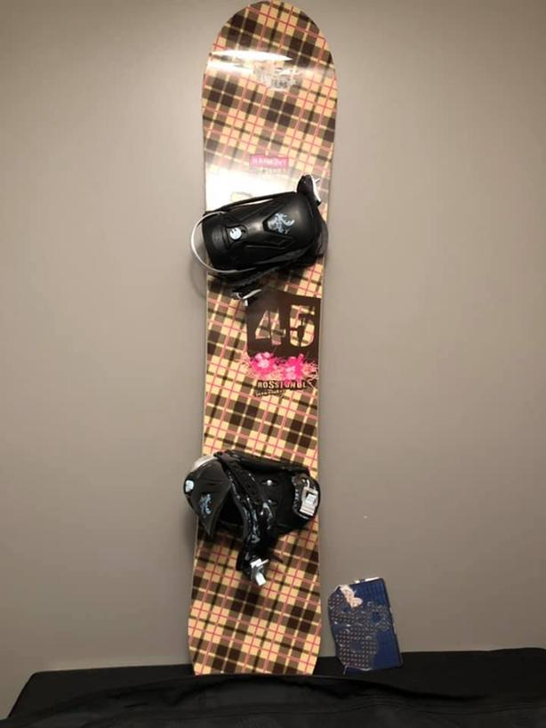 EUC Rossignol Snowboard Lot  amp  Dakine Bag Saanich, Victoria 554ee90bcd