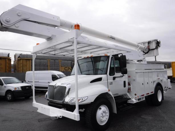 2004 International 4300 DT466 Bucket Boom Service Truck Diesel with Air Brakes