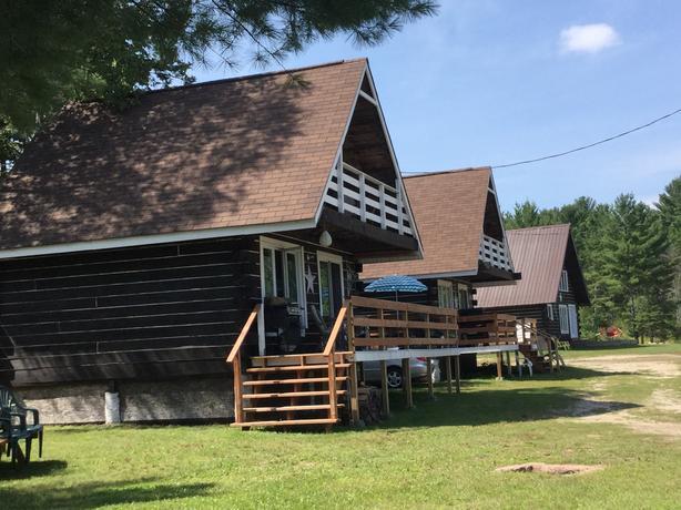 Chalet Dubeau Log Cabins / Cottages in Otter Lake, Quebec