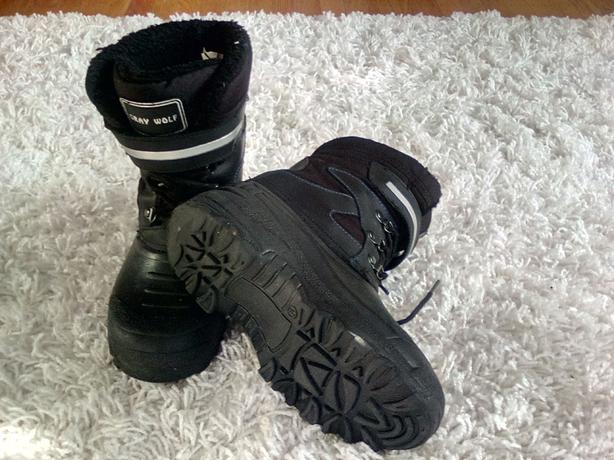 Kids size 5 winter snow boot