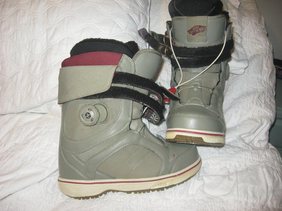3f04621ab107bf Vans   34 Kira  34  Snowboard boots - Women  39 s size 8 Outside Victoria