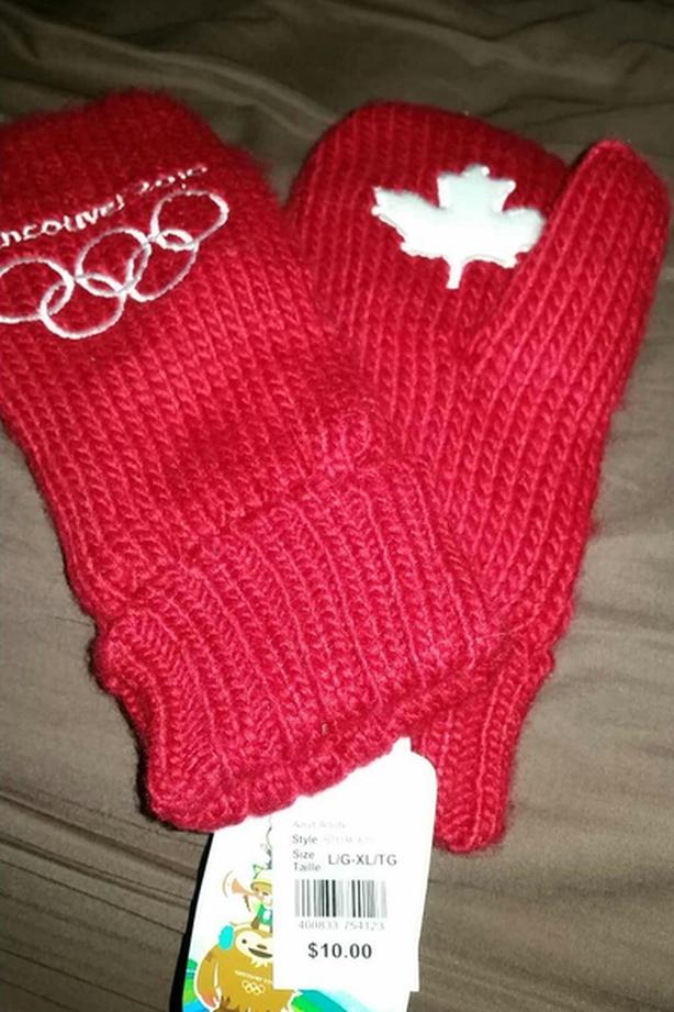 NEW 2010 VANCOUVER OLYMPICS MITTS.